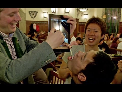 iSimons Oktoberfest: iPad Beer at Hofbraeuhaus [subtitled]