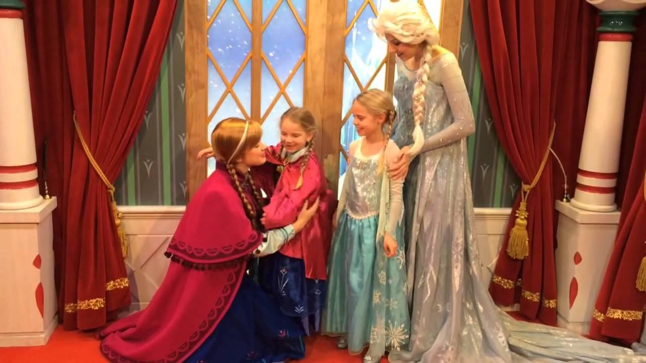 Anna And Elsa Meet Their Twin Minis Youtube