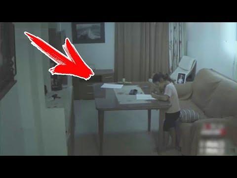 НА ДЕВОЧКУ НАПАЛ ПРИЗРАК. Необъяснимые Видео, когда привидения нападают на людей. Страшные истории