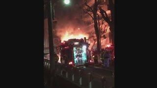 乗用車全焼、2人死亡