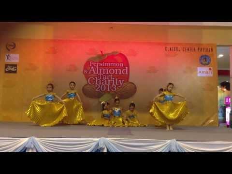 """การแสดงจินตลีลา """"คือหัตถาครองพิภพ"""" งาน Persimmon&Almond Tart Charity 2013 ณ Central Center Pattaya"""