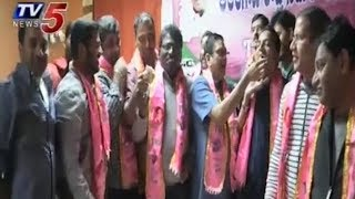NRI TRS Activists Celebrations In USA Over TRS Victory In Assembly Elections  - netivaarthalu.com