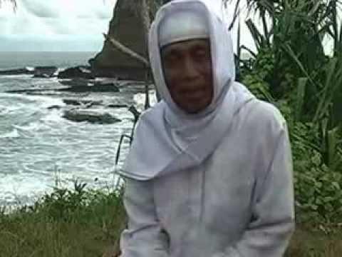 Download Lagu Pelukis spiritual, Ketut Sugama dakwah di Pantai Papuma MP3 Free