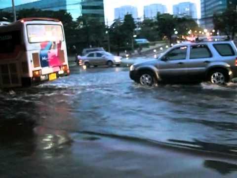 Bangkok floods in Ratchadapisek Road