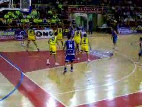 Entrada a canasta de Nicole Ohlde contra Gran Canaria www.figurasdecine.es http://es.geocities.com/avenidabasket.
