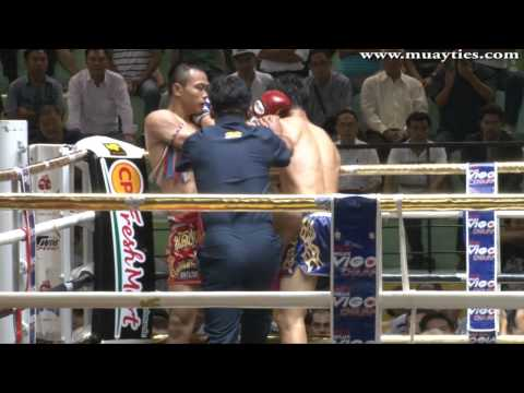 Muay Thai - Yodvicha vs Petchboonchu - New Lumpini Stadium, 28th February 2014 Image 1