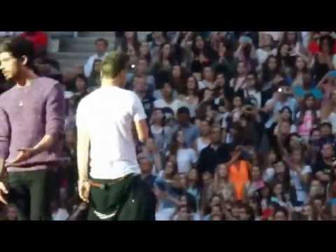 One Direction - Happily @ Stade de France, Paris 21/06 HQ