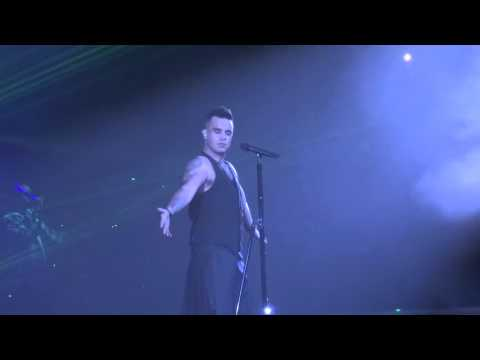 Robbie Williams - Feel - 23/10/15 Melbourne HD