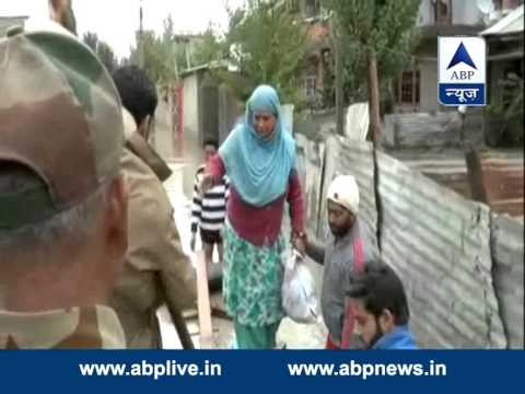 Indian army jawans assisting flood-affected Kashmiris