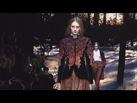Alberta Ferretti's Renaissance-inspired collection wows at Milan Fashion Week - le mag