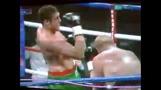 PWNED: Boxeador se golpea a si mismo