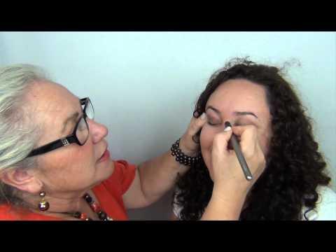¿Que pasa si te maquilla tu madre?