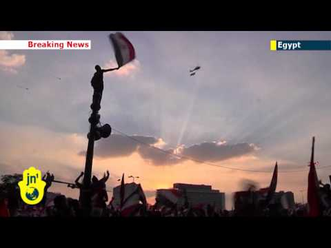 Egypt army helicopters over Tahrir Square in show of strength after military issues 48hr ultimatum