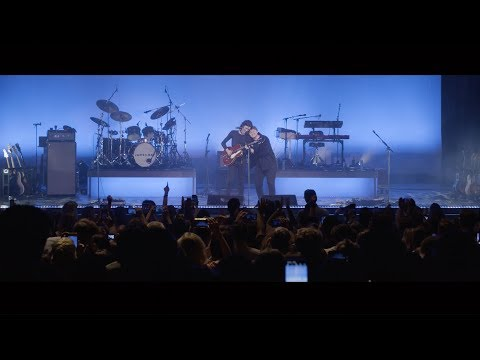Download Lagu  James Bay & Lewis Capaldi – Let It Go / Someone You Loved Live at the London Palladium Mp3 Free