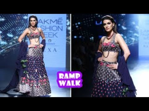 Kriti Sanon Ramp Walk | Latest Bollywood Movies News 2017