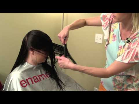 How to do a V-cut  // V cut layering on women's hair