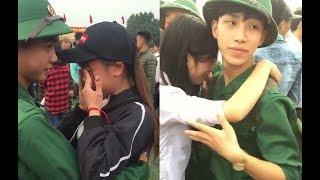 Cảnh xúc động các Cô gái đưa tiễn người yêu lên đường nhập ngũ.