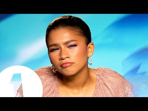 """""""You look a lot like..."""" Zendaya on what fans say to her in the street. thumbnail"""
