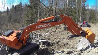 2015-04-19 R/C Excavator on the edge