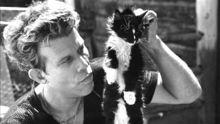 Watch Tom Waits Telephone Call From Istanbul video