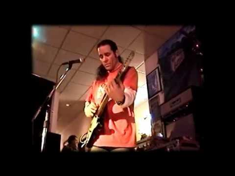 "Chris Duarte rips a FEROCIOUS ""Drivin' South"" - Akron Ohio 2004"
