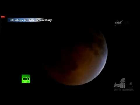 'Blood Moon' Timelapse video: Total lunar eclipse turns moon red klip izle