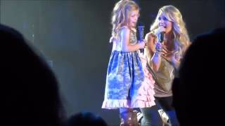 download lagu The Amazing Carrie Underwood Pulls A Little Girl Onstage gratis