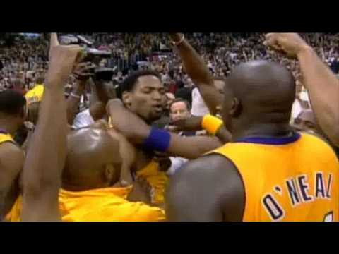 Robert Horry beats the Sacramento Kings