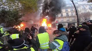 Gilets Jaunes: Avenue Foch des voitures brûlées