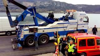 Lac d'Annecy - Sortie de l'eau du camion accidenté au fond du Lac