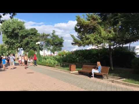 Погода в Крыму. Евпатория 2016. Набережная Евпатории полна отдыхающих Yevpatoria