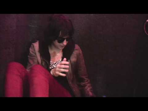 Julian Casablancas &quot;Old Hollywood&quot; / Interview (Live @ Viva Radio)