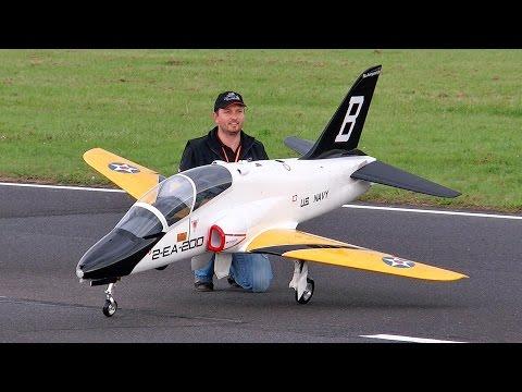 BAE HAWK MK66 HUGE RC SCALE MODEL TURBINE JET FULL DISPLAY DEMO FLIGHT / Jetpower Messe 2015