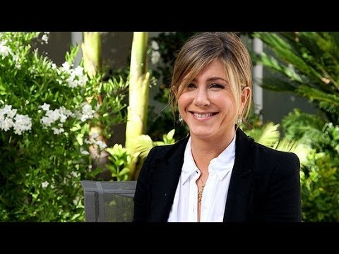 Jennifer Aniston Talks Inner Circle and Beauty Missteps