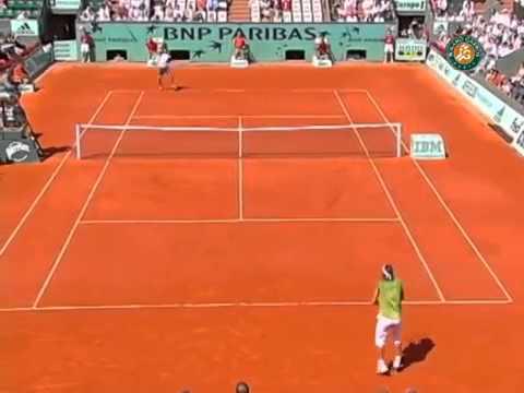 Nadal passing shot vs Ferrer in Roland Garros 2005