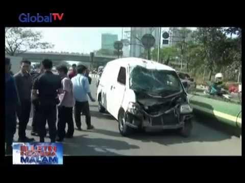 Hindari Aksi Perampokan, Mobil Pengangkut Uang Terguling Menabrak Pembatas Jalan - BIM 31/08