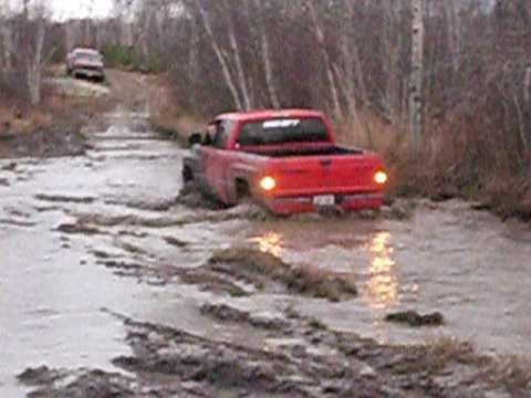 dodge ram mud bogging - YouTube