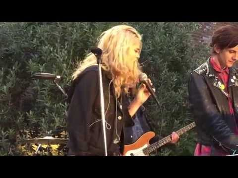 "Sky Ferreira Performs ""Guardian"" At The Battery 8/6/15"