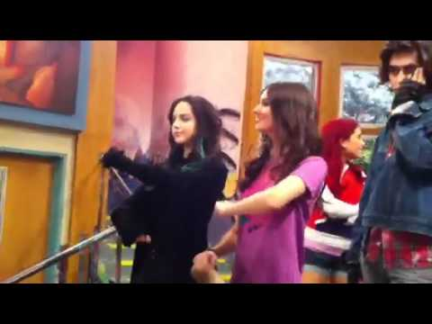 Victorious: The Cast Gets Ready To Film video