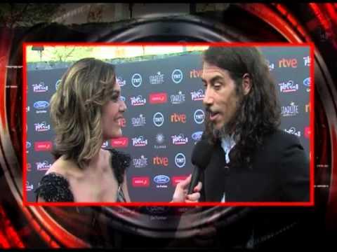 Oscar Jaenada en la alfombra roja Premios Platino 2015 Canal 13 Paraguay Lucía Sapena 1