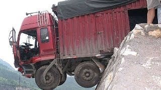 Truck අනතුරක්  Live : Truck falls off cliff due to overload
