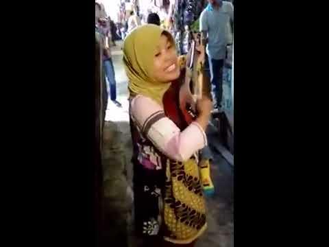download lagu Pengamen Suara Merdu Nyanyiin Lagu Secaw gratis