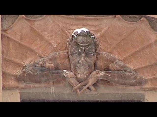 اعتراض به تخریب نقش برجستۀ شیطان در سنت پترزبورگ