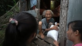 Phát 17 phần quà cho Người Già Neo Đơn Nghèo Khó -  Quà tặng của chú Truong Huynh