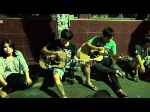 Волкин стрит Тайские гитаристы. Рюмка водки на столе