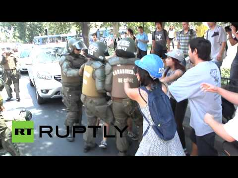 Water cannon unleashed: Riot police disperse student protest in Chile