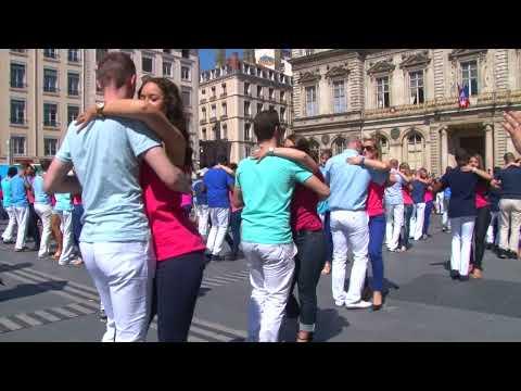 [Clip Officiel] 1er Flashmob de Kizomba à Lyon, le 18/05/2014