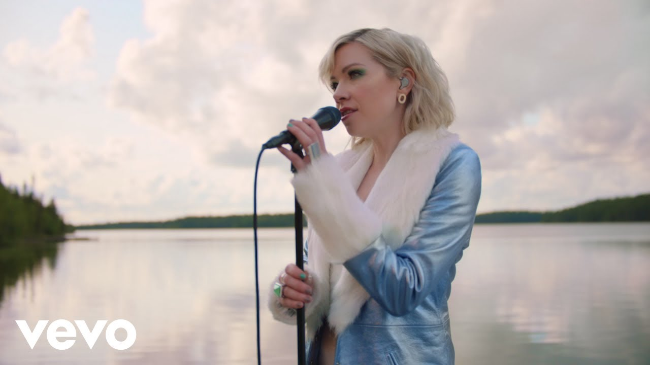 """Carly Rae Jepsen - """"The Sound (Live In Lapland, Finland)""""ライブ映像を公開 新譜「Dedicated」収録曲 thm Music info Clip"""