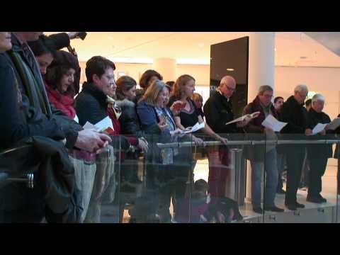 Paris Choral Society Flash Mob Sings the Messiah Hallelujah