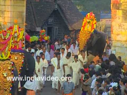 Pomp and pageant - Aratt procession from Padmanabhaswami Temple